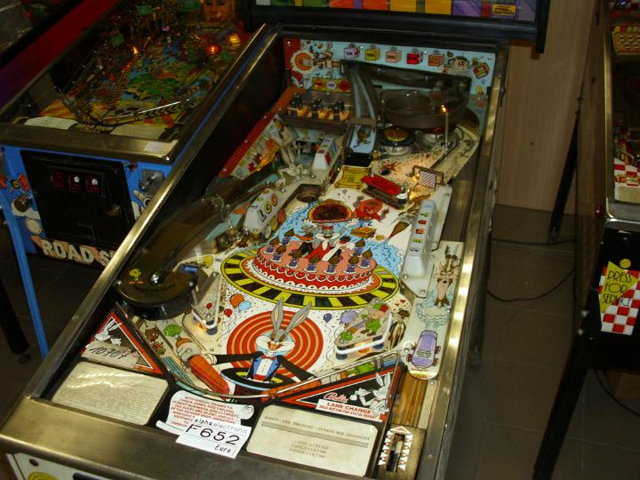 Automat do gry Bugs Bunny's Pinball Game
